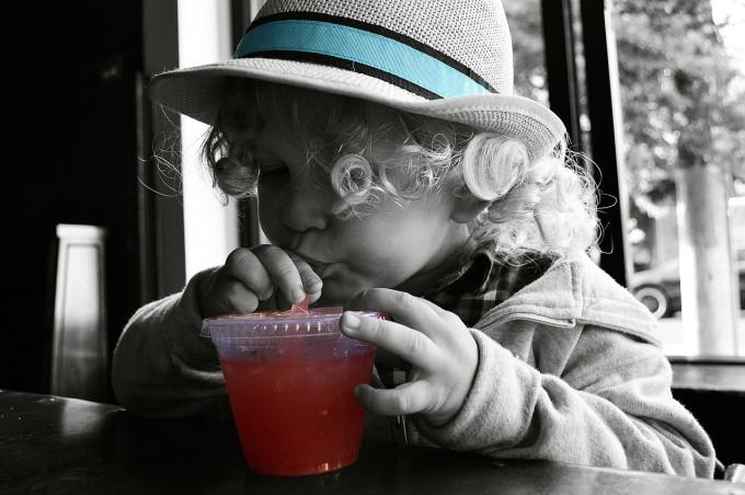 Как научих детето си да пие от сламка за няма и 5 минути