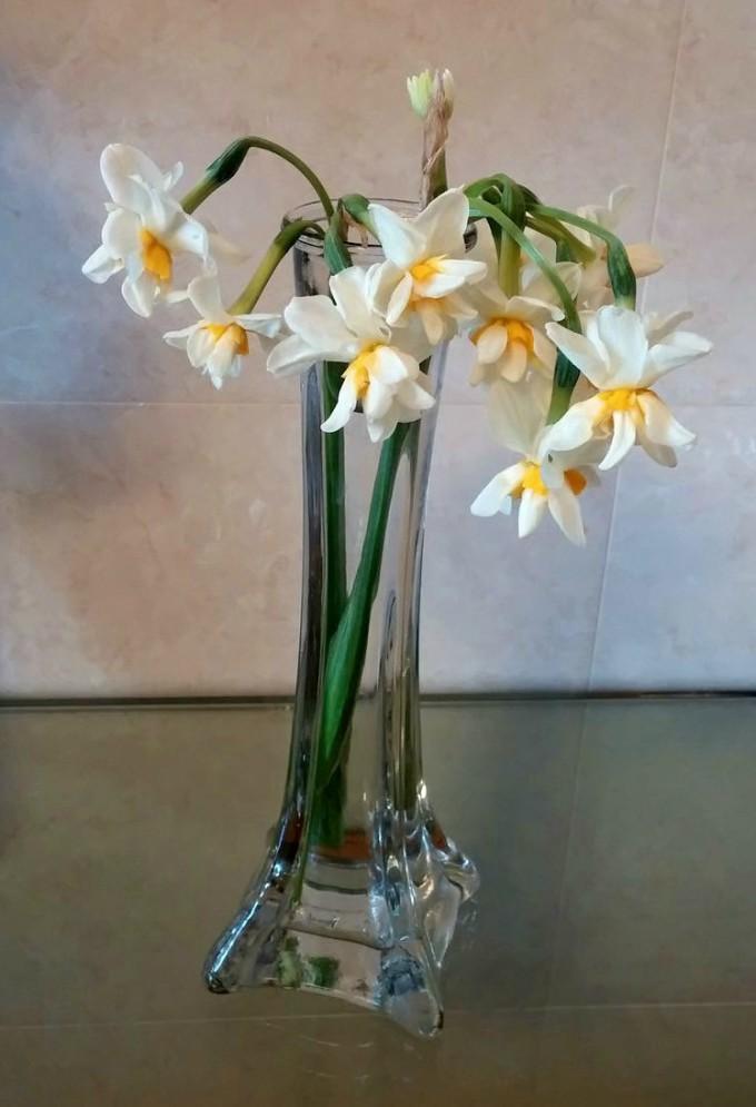Ваза с пролетни цветя