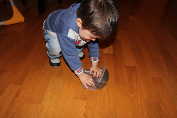 Занимавки за деца: сензорна игра с чиа