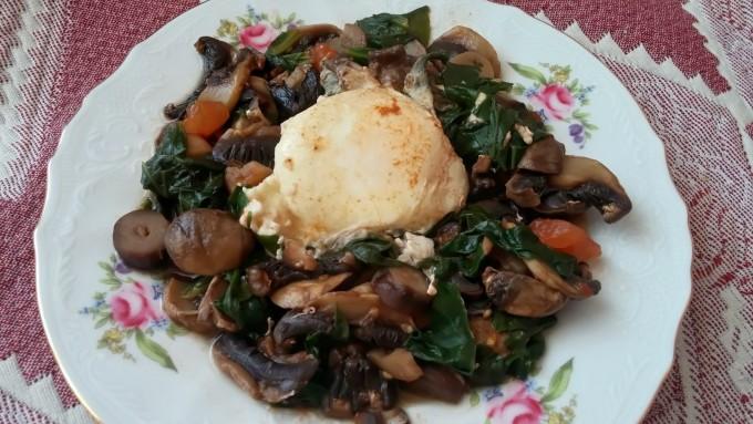 Зеленчуци със забулено яйце