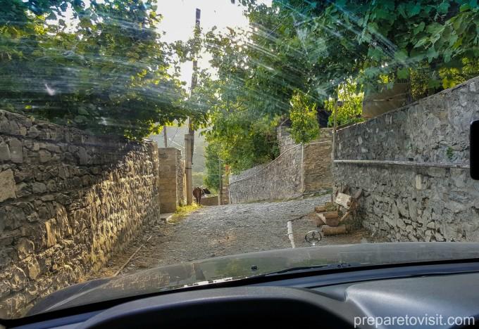 пътя до Албандката църква, Шеки, Азербайджан