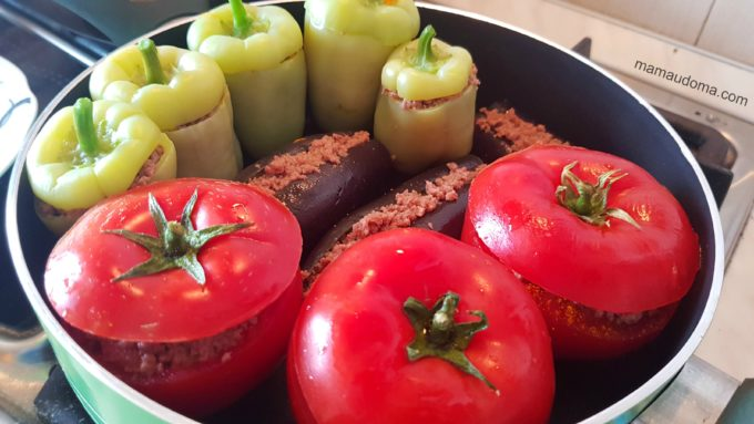 Долма с патладжан, пипер и домати