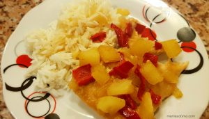 Печени пилешки филенца с ананас и сладко-кисел сос
